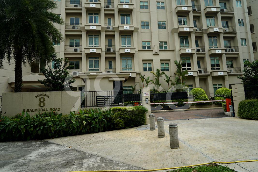 Balmoral 8  Entrance