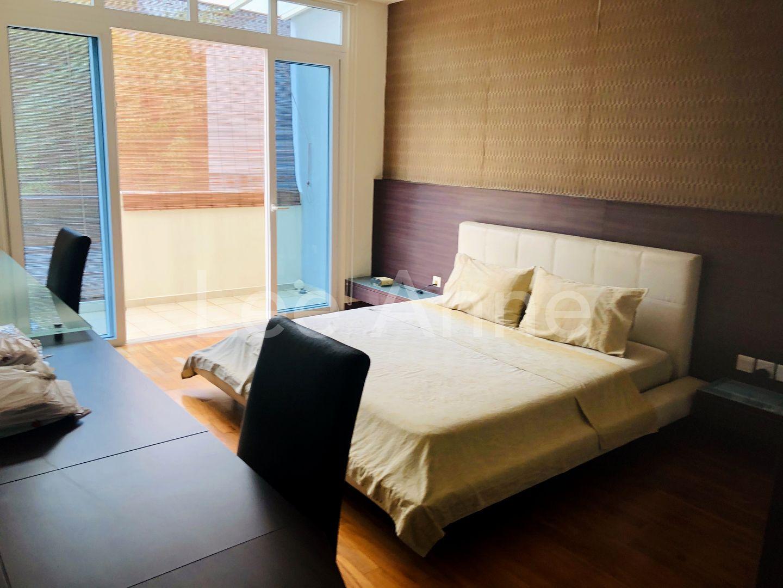MBR with large en-suite toilet & balcony