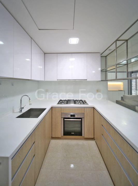 Plenty food preparation space in kitchen
