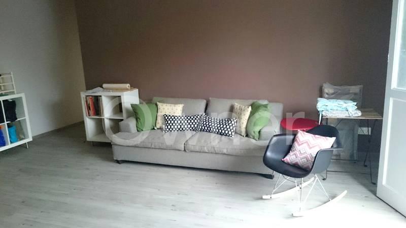 Living room (currently unfurnished)