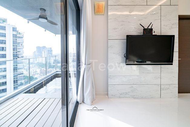 Balcony + Living