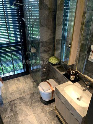 Common Bathroom 1