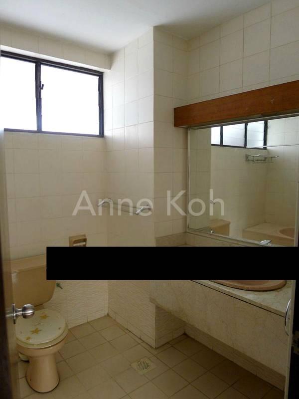 Bathroom1 w/Bathtub