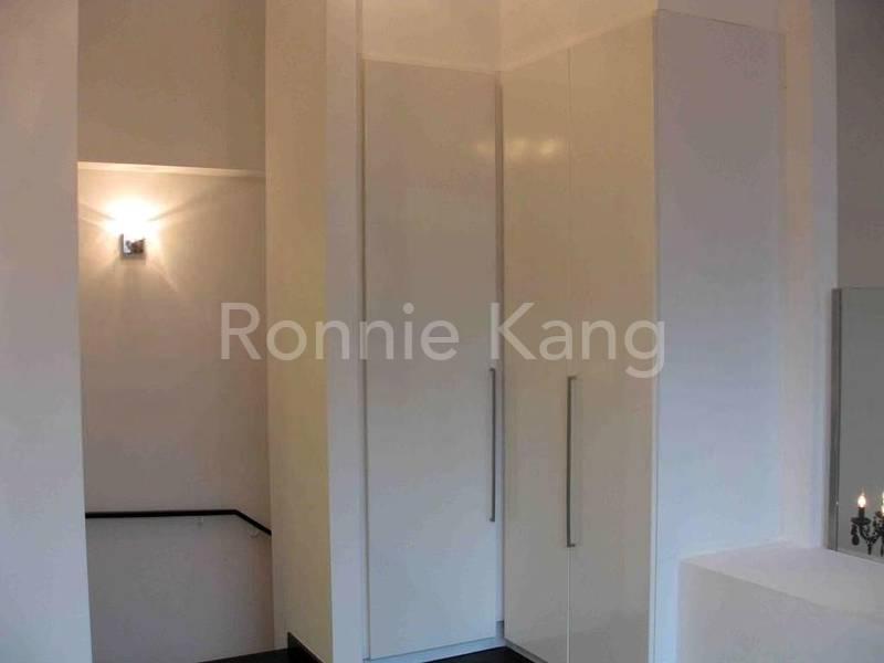 Bedroom Entrance n wardrobe
