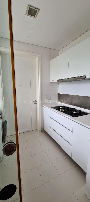 Good sized wet kitchen with dishwasher