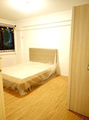 2nd Bedrm, 2 Sliding doors Wardrobe, Queen Bed & Window.