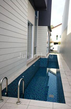 Side pool