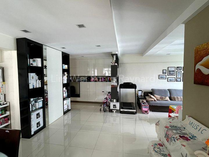 Foyer & Dining
