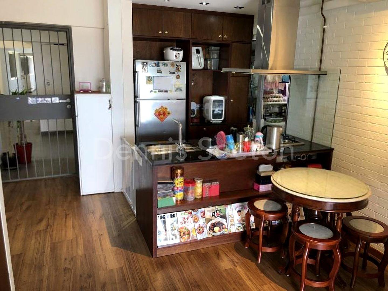 Open concept kitchen / Pantry