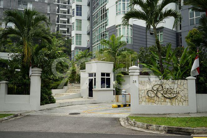 Robin Regalia Robin Regalia - Entrance