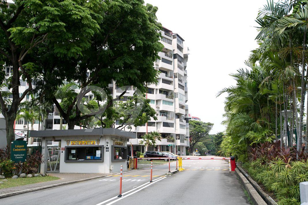Lakepoint Condominium  Entrance