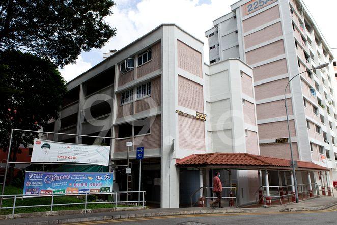 HDB-Jurong East Block 225 Jurong East