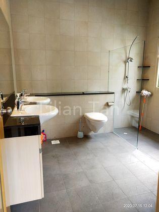 Huge Master room ensuite with 2 wash basins