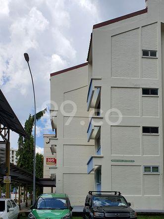 HDB-Hougang Block 305 HDB-Hougang
