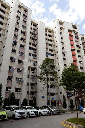 HDB-Jurong East Block 320 Jurong East