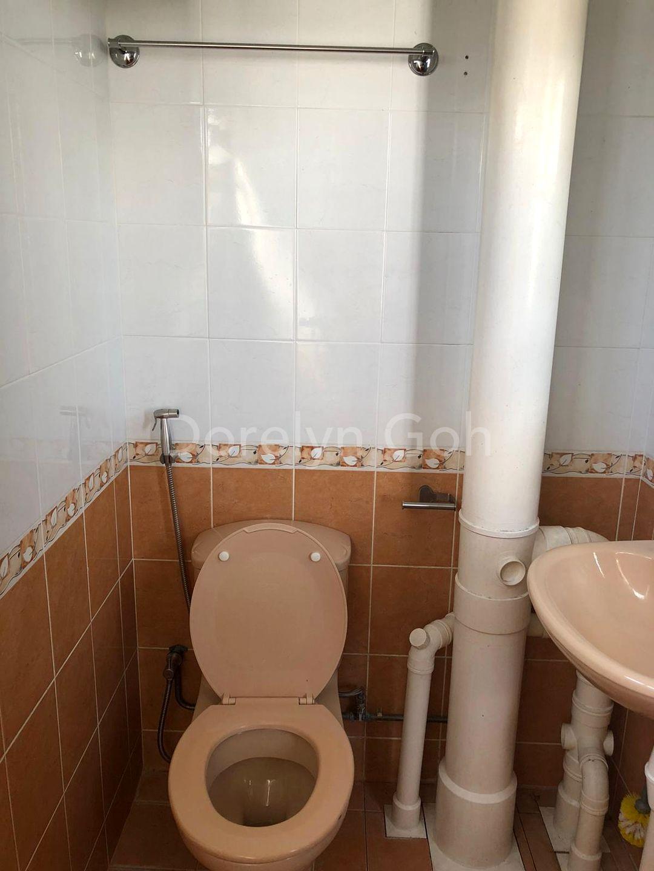 Clean common toilet