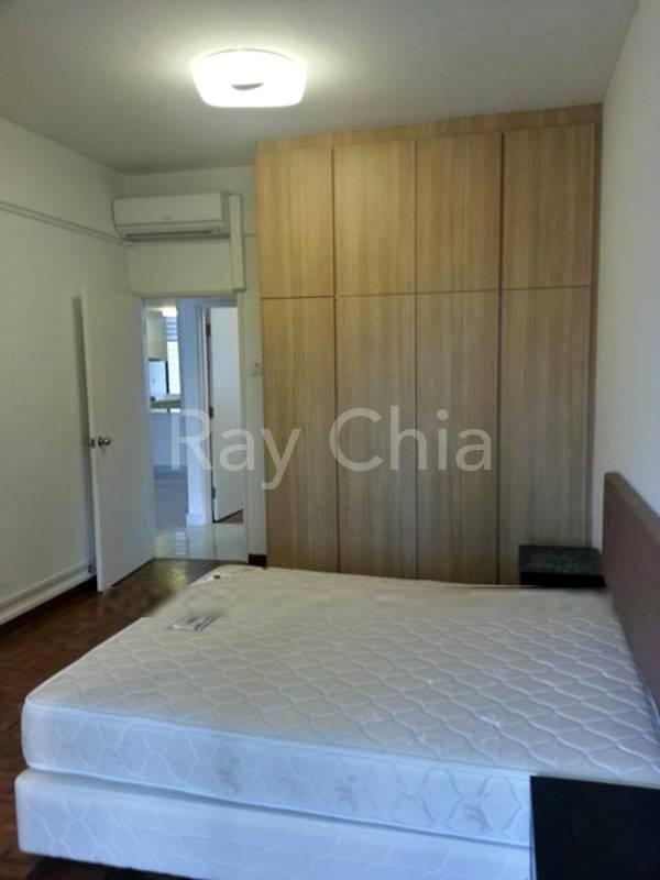 Spacious Bedroom with Build-In Wardrobe