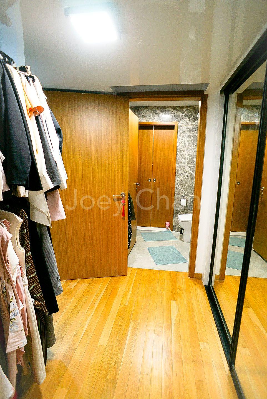 Walk- in wardrobe