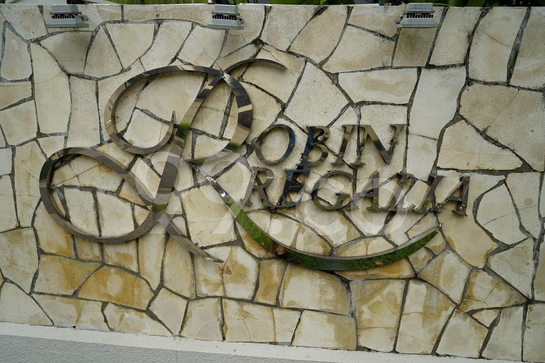 Robin Regalia  Logo