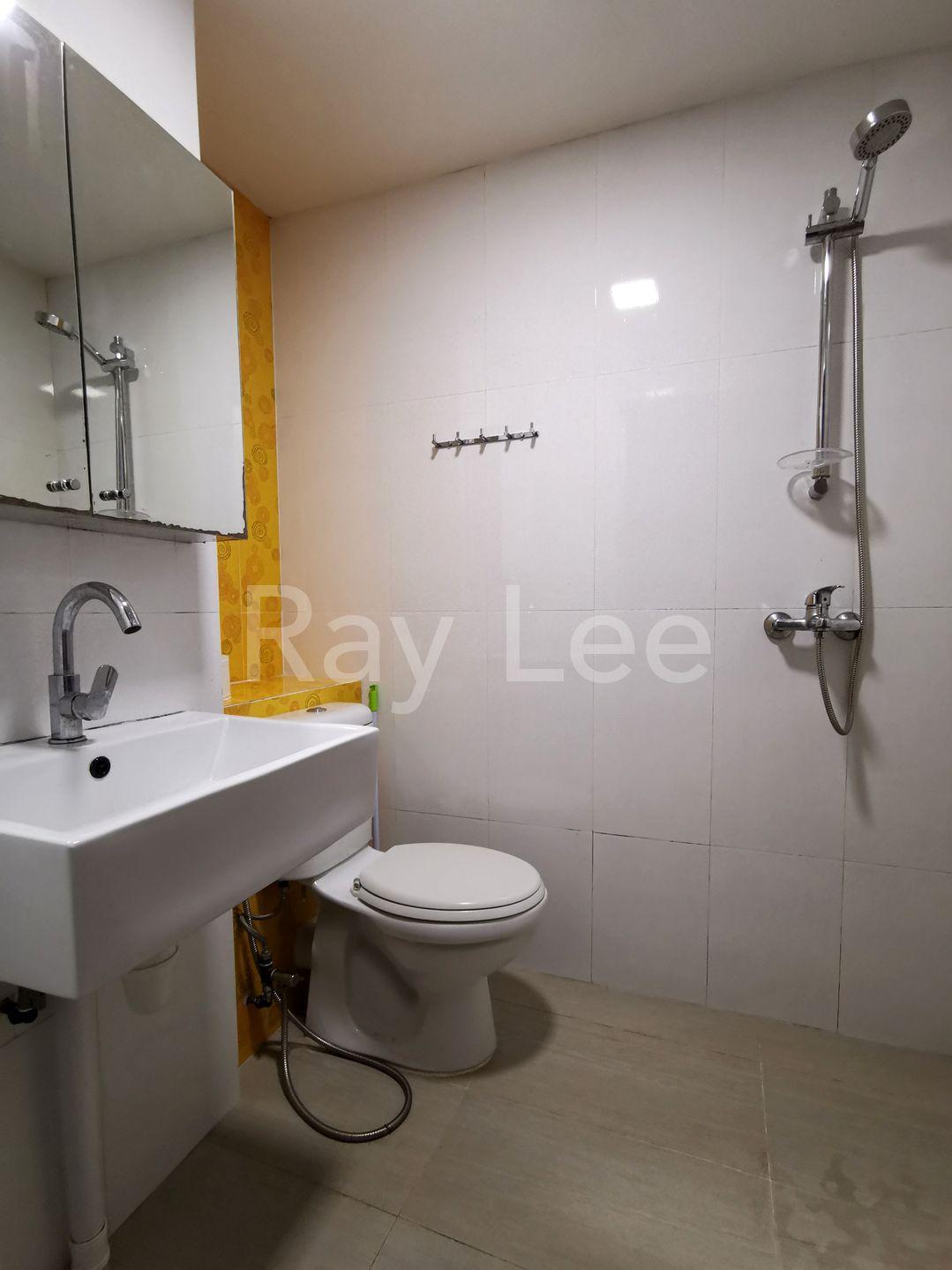 People's Park Centre - Commo Bathroom
