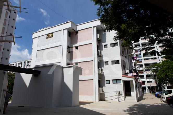 HDB-Jurong East Block 215A Jurong East