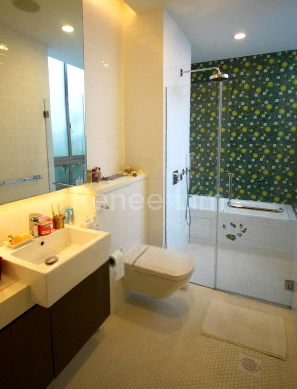 Junior's bathroom with bathtub