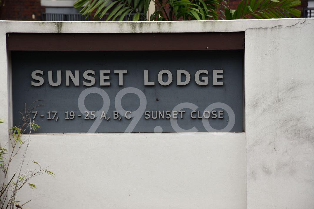 Sunset Lodge  Logo