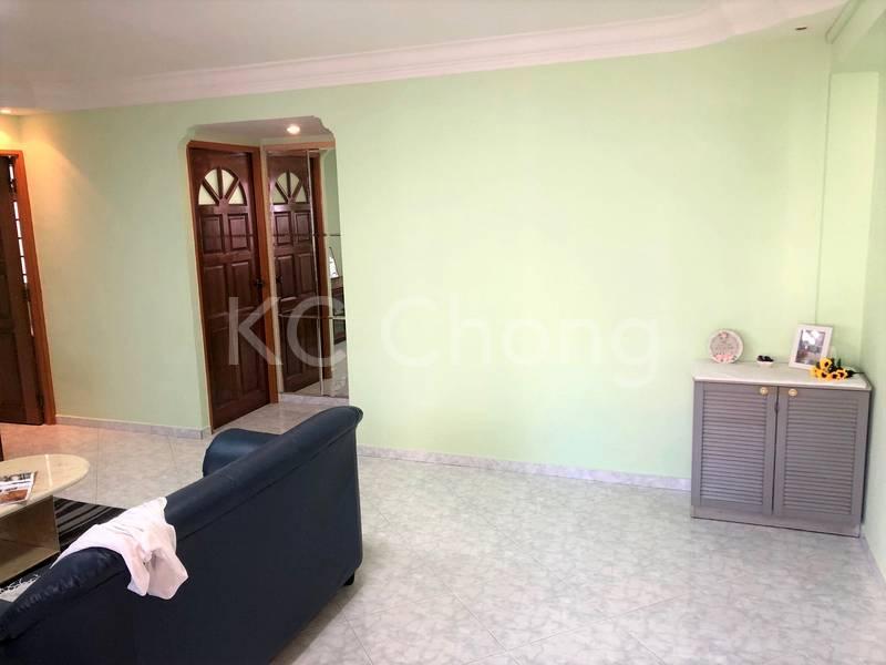 Blk 282 Toh Guan Road Living Hall 02