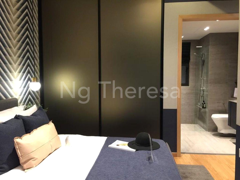 Master Bedroom w attach Bathroom