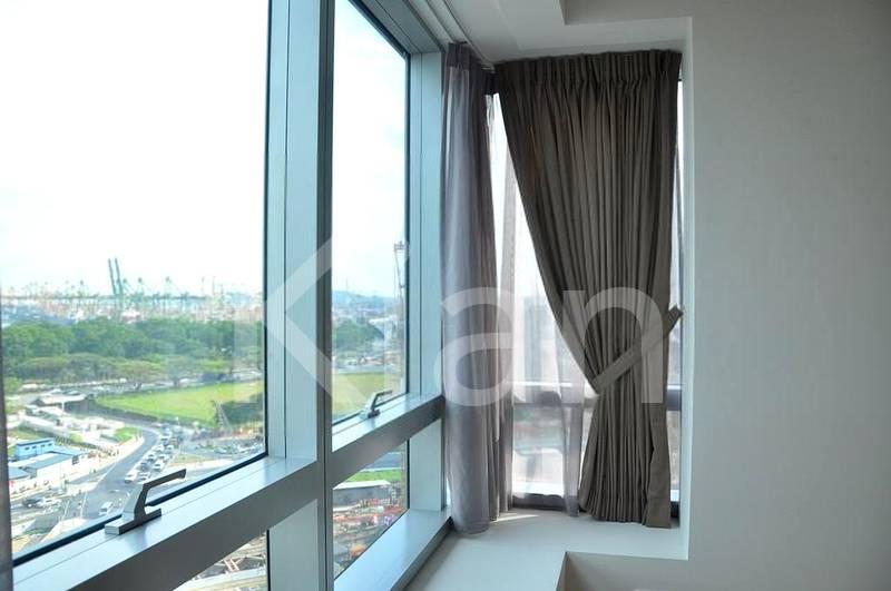 Masterbedroom with bay window