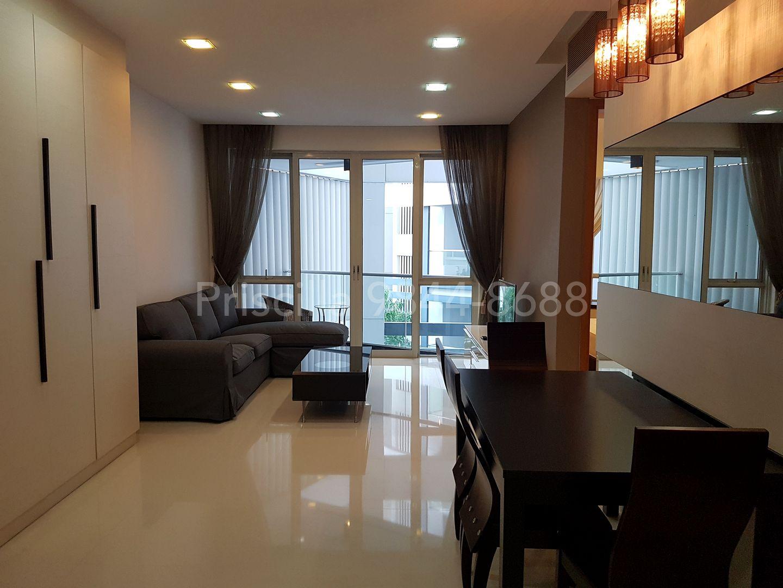 Living area to wards balcony