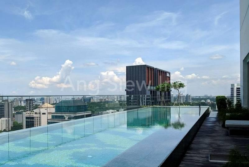 Sky pool (level 35)