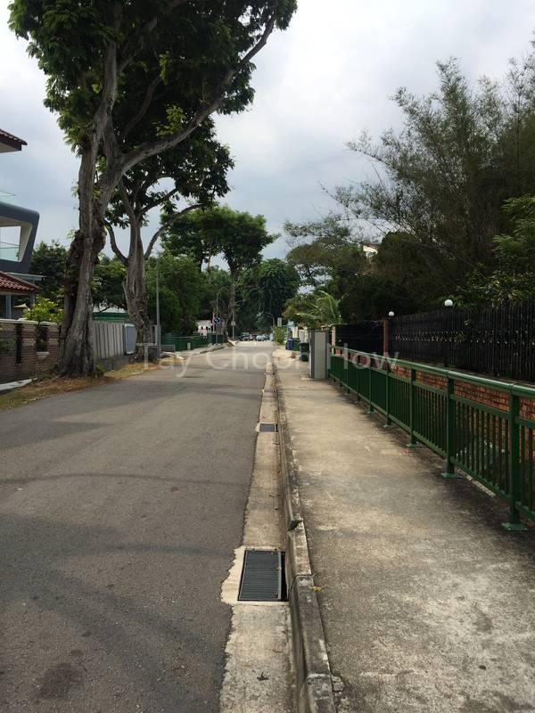 Short distance to main road , convenient yet quiet