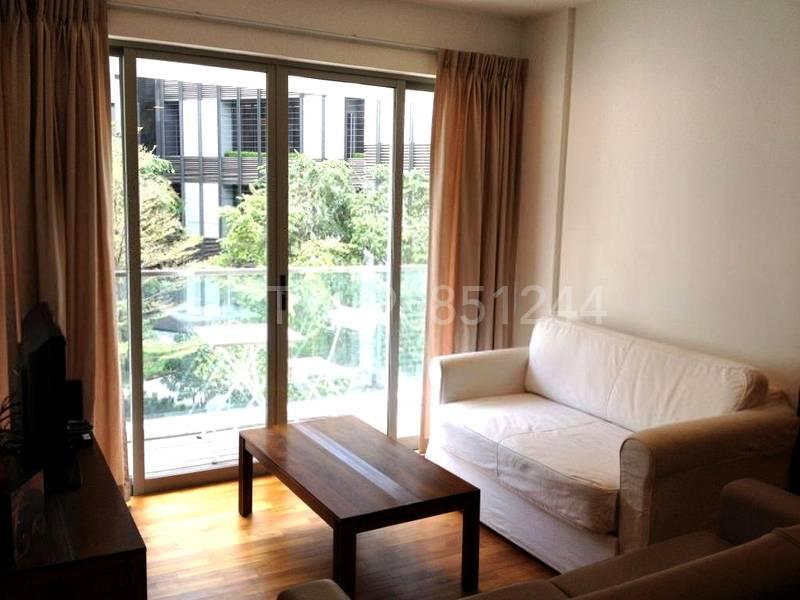 Living room w balcony