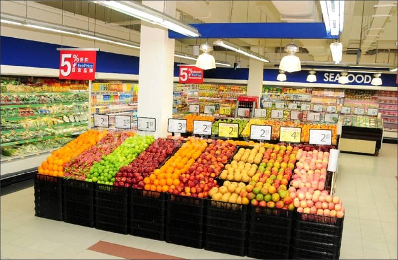 24hr supermarket within 5 minute walk