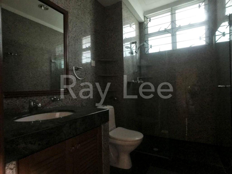 Beechwood Grove Level 2 Master Bathroom 03