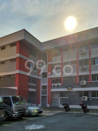 HDB-Hougang Block 442 HDB-Hougang