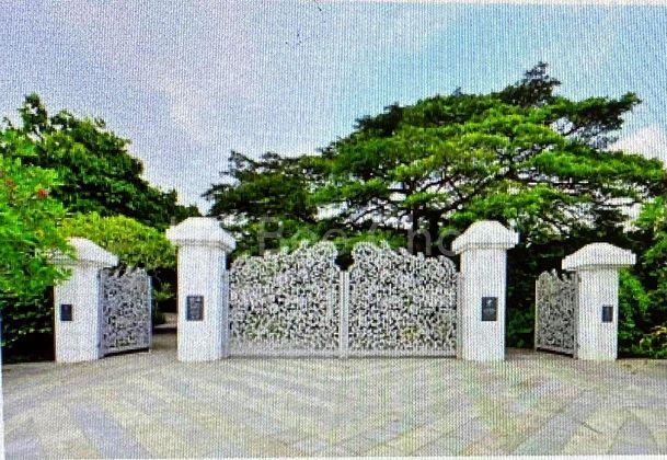 1-0 minutes walk to Botanic Steven gate
