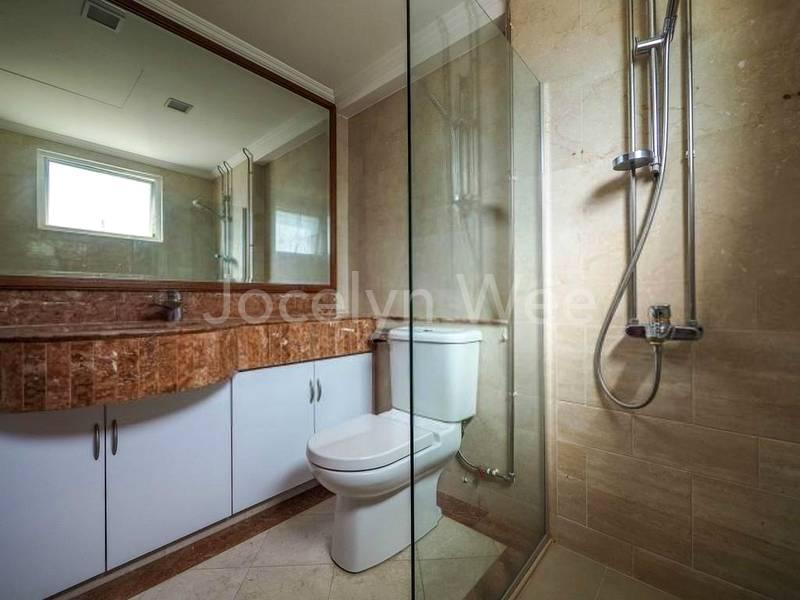 Bathroom 2 (ensuite to master bedrm)