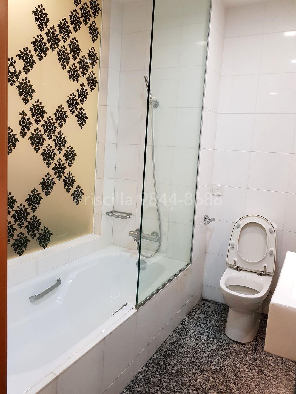 Master bathroom long bath
