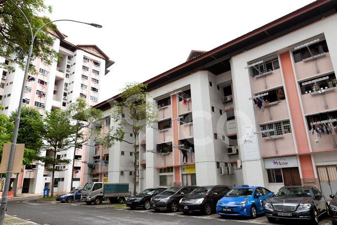 HDB-Jurong East Block 242 Jurong East