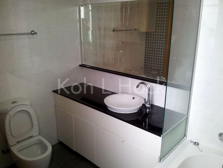 master bedroom toilet 1