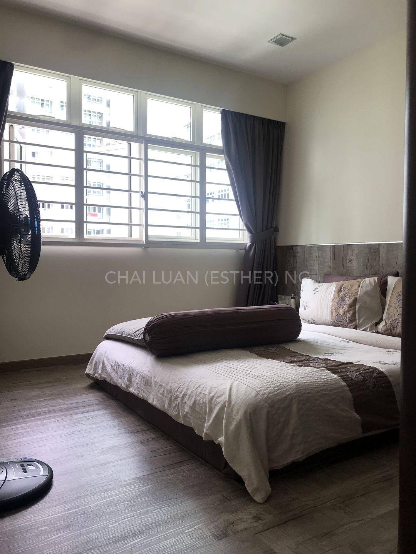 Cosy master bedroom with walkin wardrobe
