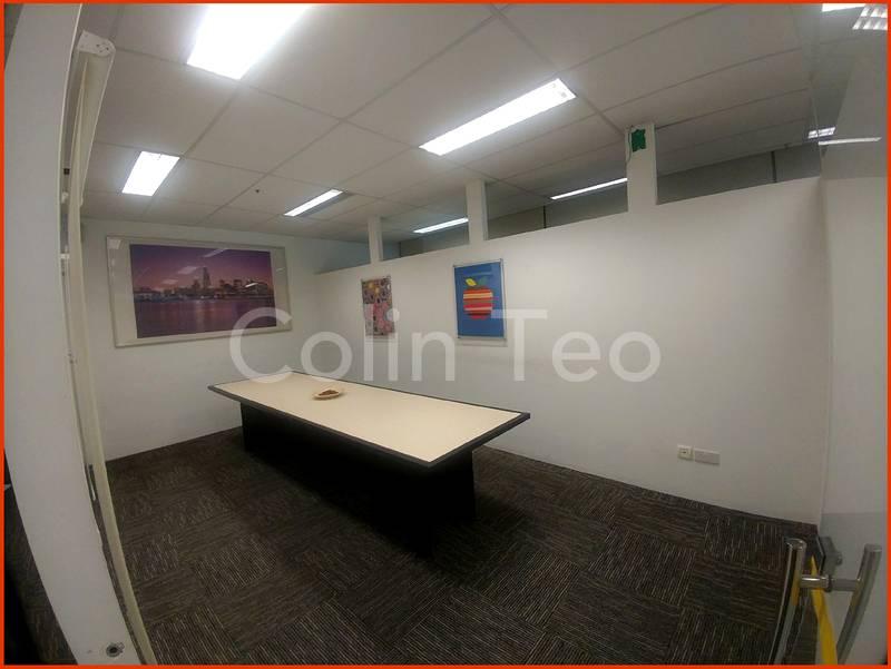 Good sized meeting room.