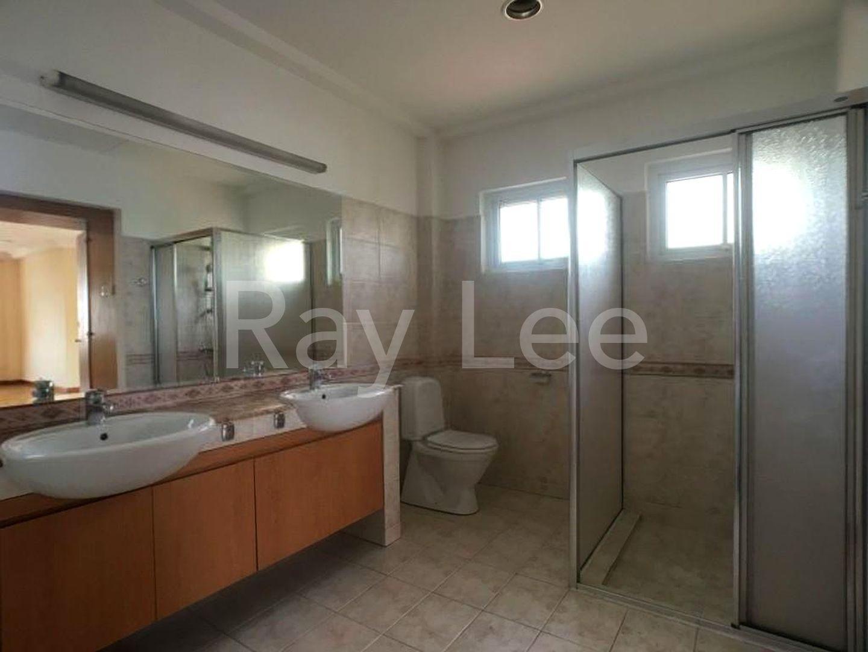 Woodgrove Estate Master Bathroom 07