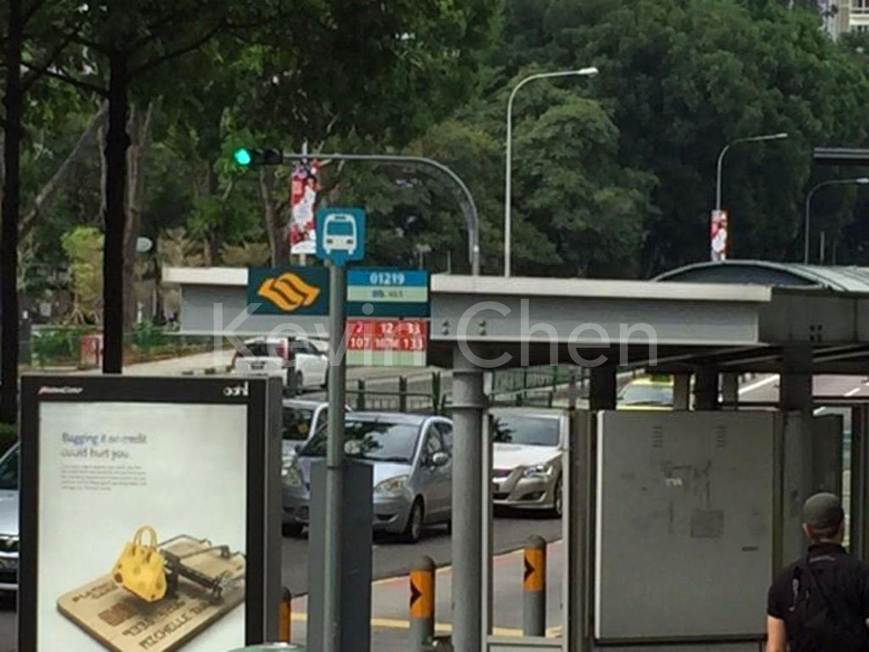 bus stop/MRT mins walk!
