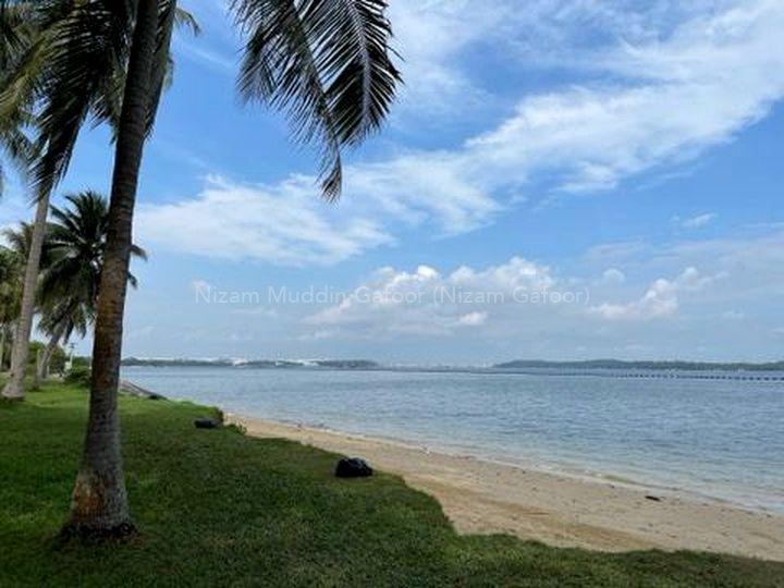 10 minutes to Pasir Ris Park / Beach