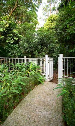 Private access to Botanica Garden
