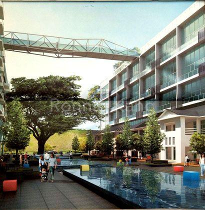 Link Bridge to Roof Top Pool n Jacuzzi