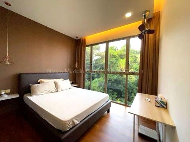 Spacious En Suite Master Bedroom